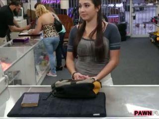 Colegiu fata trades ei carte pentru o sex în the pawnshop