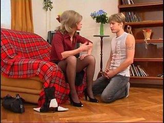 ロシア 熟女 dominates 若い guy