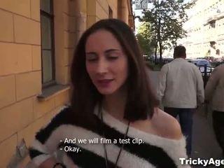 Tricky agent: çeke adoleshent shakti aktorët
