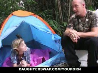 Daughterswap- গরম বালিকা daughters হার্ডকোর outdoors দ্বারা পিতাকেও