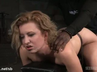 Atrocious doggystyle puling til hot slave mens hun gives våt deepthroating