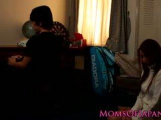 Japán anya cheats és gets arc szar