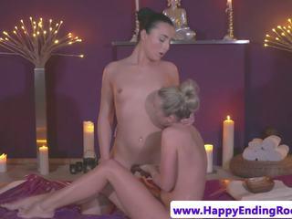 Lesbo masseuse seducing गॉर्जियस कस्टमर: फ्री एचडी पॉर्न d7