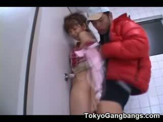 एशियन virgin गड़बड़ द्वारा एक pervert!