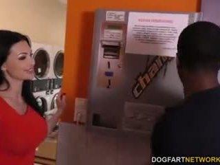 Aletta ocean does anal i den laundromat