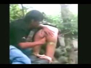 Indonesia- jilbab hijab dziewczyna fucked przez bf w a dżungla