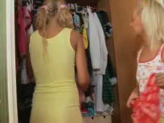 Two латвийски blondes анално тройка трудно