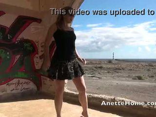 Nue sous ma jupe en livecam direct amatrice francaise 24h.