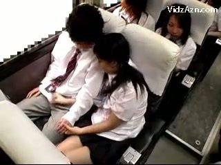 Uczennica spuszczanie od guys kutas na the schools autobus wycieczka