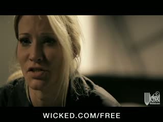 Jessica drake - povekas blondi luiseva milf vauva takes iso mulkku sisään hänen tiukka pillua