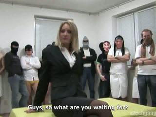 ギャング bang 時間 のために 結婚した 熟女 ビデオ