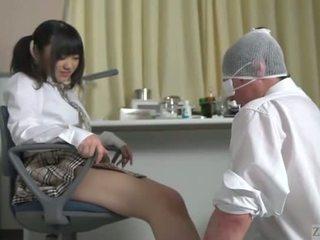 Subtitled 日本語 女子生徒 facesitting salvation