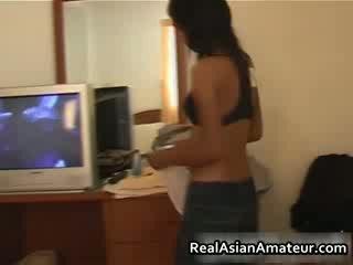 Asijské dívka strips ji dámské spodní prádlo pryč