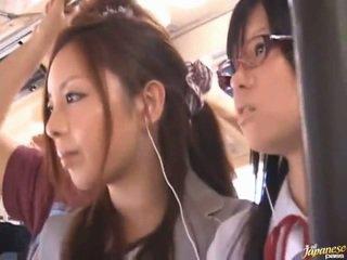Shameless збочений китаянка females having funtime навколо bananas в публічний автобус