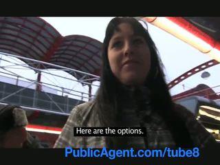 Publicagent アマチュア cameraman fills 彼女の タイト プッシー とともに 精液