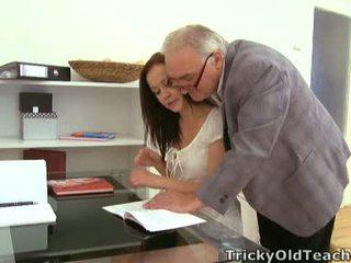 Não coisa como a foder o professora para obter o poucos supplementary grades!