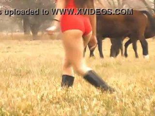 Yang panas wanita kuda whisperer - menakjubkan badan warga latina! 10 pantat/ punggung!