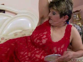 毛茸茸 奶奶 gets 性交 漂亮 硬