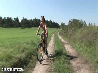 公 nudity!