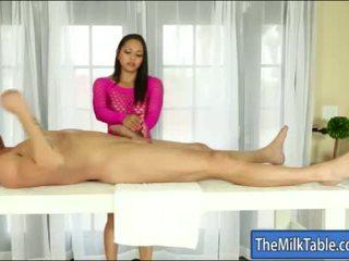 Povekas masseuse adrianna luna blowjobs alle the pöytä