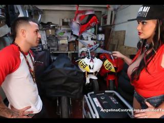 Angelina castro takes cumload içinde bike garage!
