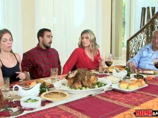 Mamusie bang nastolatka - niegrzeczne rodzina thanksgiving <span class=duration>- 10 min</span>