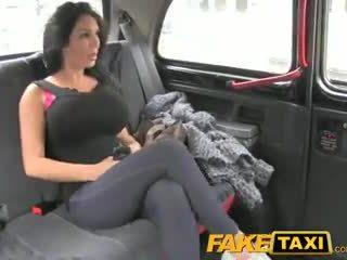 Faketaxi шоу момиче с голям цици fucks за пари в брой