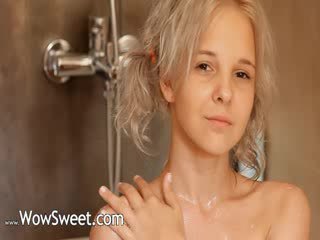 Shaving of Pretty 22yo blondie puss