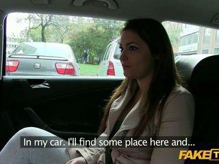 Groot boezem amateur bedrogen door een taxi