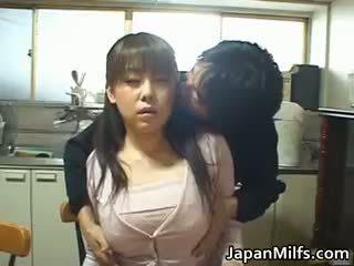 Geil japans milfs zuigen en neuken part1