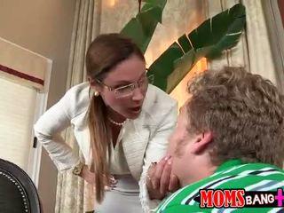 새엄마 gets 성난 과 punishes 청소년