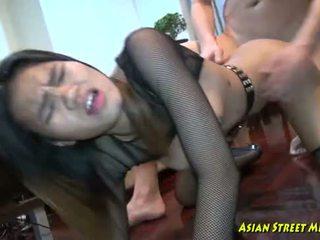 深い タイの throat convulsions