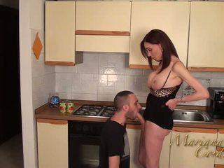 Mariana cordoba nxehtë në the guzhinë