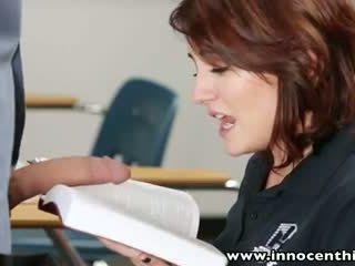 Innocenthigh شاب innocent امرأة سمراء طالب bangs معلم