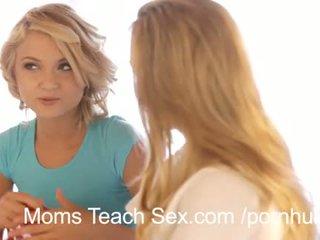 Quente sexo a três com sexy mãe e filha duo