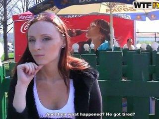 Margot exhibits jej kuszące bits i touches na pieniądze