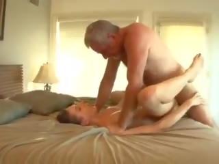 Suur munn isa fucks the lapsehoidja, tasuta porno 33