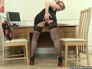 British mom loves to be your naughty s...