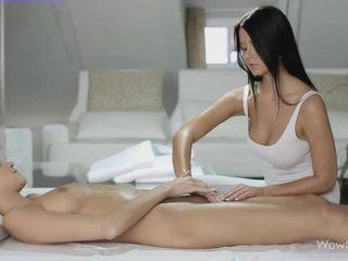 Lesbiete sekss ar silvie un addison