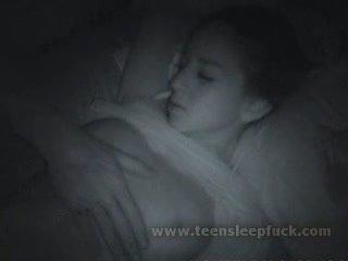 Tidur remaja orang yang menikmati melihat seks seks