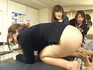الآسيوية في سن المراهقة الفتيات منح هم asses إلى الشرجي جنس