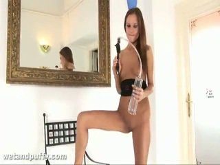 Abby using labia ポンプ