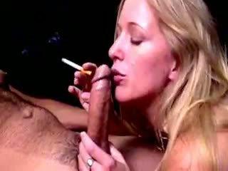 Biondo hoe dia zerva smokes e gives fellatio
