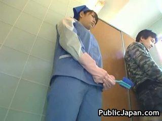 Pieptoasa asiatic abuzata toaleta