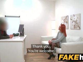 Fake agent nadržané červenovlasé prefers ťažký vták cez vlhké pička