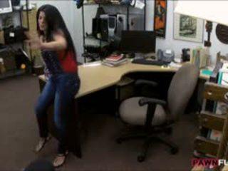 Mamalhuda cubana gaja sells dela tv e fodido em o sala de arrumos