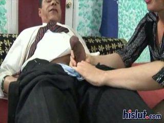 Mae je rubbing ju klitoris