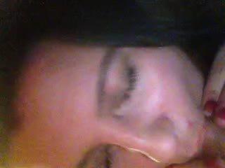 Đĩ vợ jizzed trong miệng video