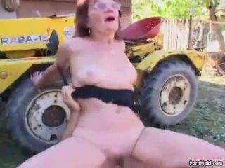 Punapää mummi perseestä sisään the takaisin yard