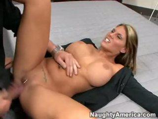 Sexually hawt charisma capelli opens henne throat för en fin warm load av cum